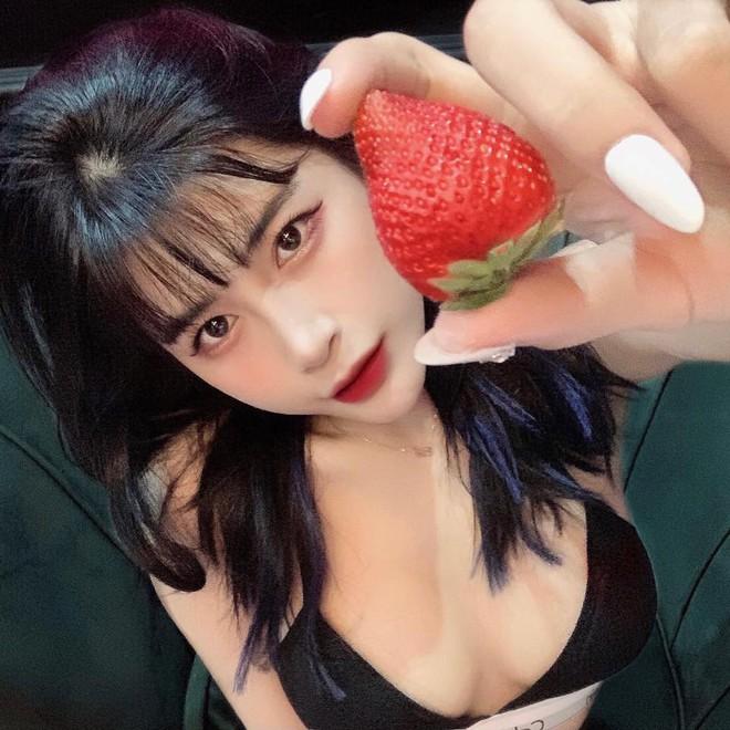 trang điểm giống với Hannah Owo, nữ streamer Việt gây chú ý M10-1631423327787667416962