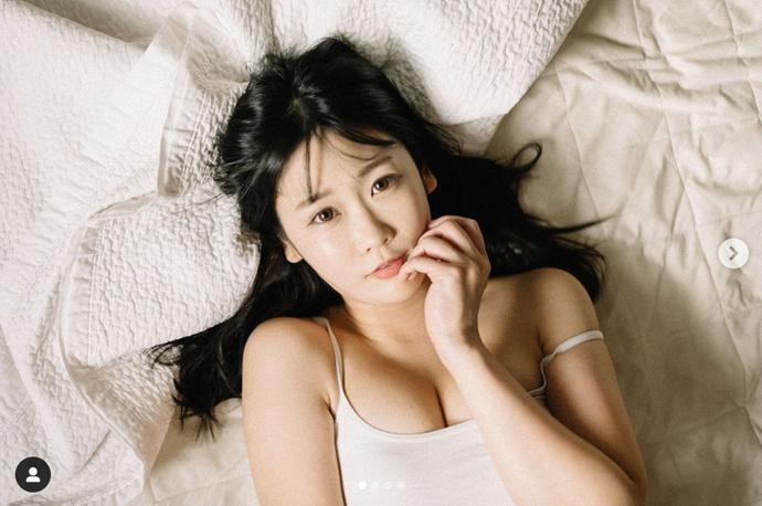 Đăng tải bộ ảnh đồ ngủ đầy gợi cảm, nàng hot girl quyến rũ được cộng đồng mạng chú ý - Ảnh 17.