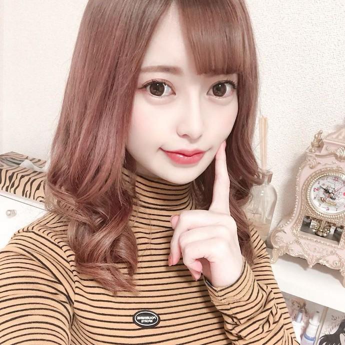 Da trắng mặt xinh, nàng Youtuber Nhật Bản chẳng có tài năng gì mà cũng sở hữu kênh Youtube tới 250.000 lượt theo dõi - Ảnh 2.