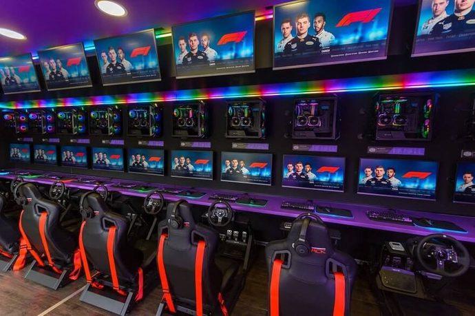 Choáng ngợp với quán net lưu động sở hữu dàn siêu máy tính chơi được mọi loại game - Ảnh 2.