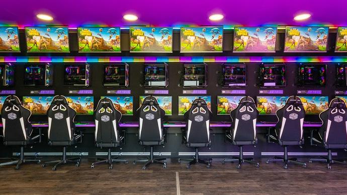 Choáng ngợp với quán net lưu động sở hữu dàn siêu máy tính chơi được mọi loại game - Ảnh 5.