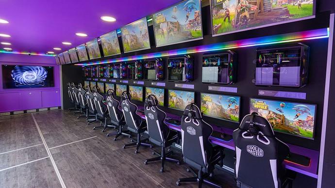 Choáng ngợp với quán net lưu động sở hữu dàn siêu máy tính chơi được mọi loại game - Ảnh 6.
