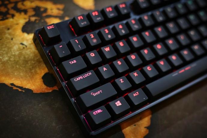Trên tay DareU DK880 RGB: Bàn phím cơ đổi màu cực xịn, giá lại phải chăng