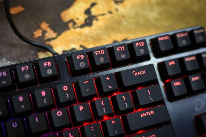 Chiếc bàn phím này được trang bị nút điều khiển LED với khá nhiều hiệu ứng khác nhau.
