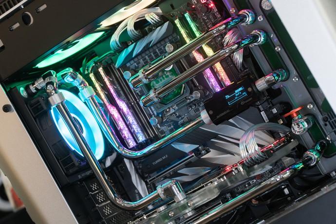 Dàn máy tính streaming siêu khủng, búng tay quyết mua một phát bay ngay 120 triệu đồng - Ảnh 3.
