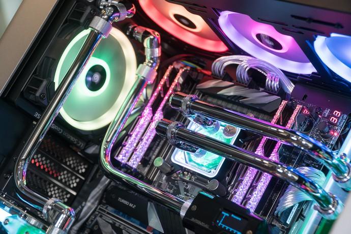 Dàn máy tính streaming siêu khủng, búng tay quyết mua một phát bay ngay 120 triệu đồng - Ảnh 6.