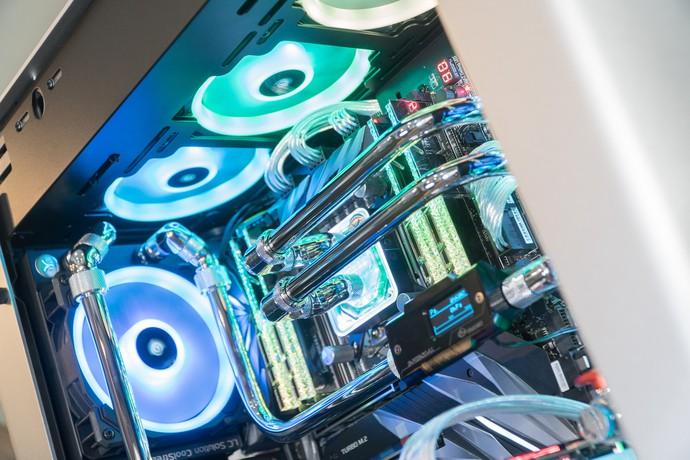 Dàn máy tính streaming siêu khủng, búng tay quyết mua một phát bay ngay 120 triệu đồng - Ảnh 4.