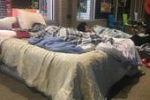 Game thủ mang cả giường, chăn để cắm trại trước của hàng nhằm mua PS5 giá rẻ