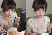 Chỉ ngồi ăn mì trên sóng, nữ streamer vô danh cũng thu hút hàng ngàn lượt xem bởi một lý do