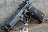 Beretta 92: Mẫu súng ngắn nổi danh đến từ quê hương của các ông trùm có gì đặc biệt?