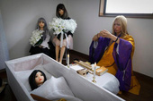 """Chỉ có tại Nhật Bản: Dịch vụ mai táng cho búp bê tình dục, chi phí """"chỉ"""" 20 triệu 1 lượt"""