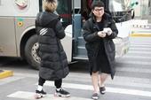 """Diện style """"quần đùi dép lê"""" giữa thời tiết âm 6 độ, SofM khiến fan Trung Quốc """"sợ tái mặt"""""""