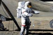 Thả rơi búa và lông chim trên Mặt Trăng: 1 trong 5 thí nghiệm kỳ lạ nhất con người từng thực hiện ngoài vũ trụ