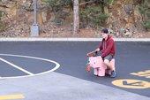 YouTuber tạo chú lợn Minecraft ở ngoài đời thât, có thể chạy 32 km/h