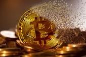 """Bitcoin chạm đến ngưỡng sụp đổ, thị trường tiền ảo """"vỡ vụn"""""""