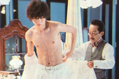 Bất ngờ với cơ bụng 6 múi của... L trong phim Death Note mới
