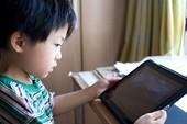 """Bé trai 8 tuổi nhìn trộm mật khẩu của bố mẹ, """"nướng"""" hơn 19 triệu chơi Đột Kích Mobile"""