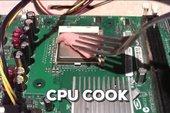 Hài hước anh chàng đem CPU ra... nấu ăn