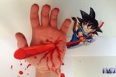 Anh chàng này bị Son Goku đâm lủng tay, bạn có muốn thử không?