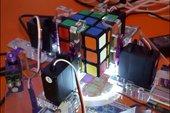 Bất ngờ trước chiếc máy chuyên chơi Rubik đầy thú vị