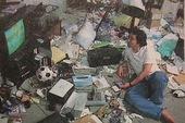 """Đột nhập góc làm việc của các họa sĩ truyện tranh nổi tiếng """"bừa bộn"""" nhất Nhật Bản"""