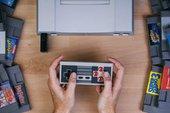 Hãy quên NES Classic đi, cỗ máy này vừa có tay cầm không dây, vừa chơi được 2.000 game 4 nút