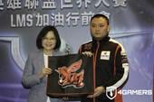 Tổng thống Đài Loan đích thân cổ vũ AHQ và Flash Woves trong lễ xuất quân, tiến đến CKTG mùa 6