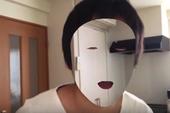 """Chỉ có thể là Nhật Bản! Với iPhonex X, anh chàng này đã tạo ra một chiếc """"mặt nạ tàng hình"""""""