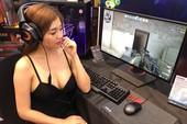 Nữ PG Việt Nam ngồi chơi Counter Strike giữa hội chợ khiến ai cũng không thể rời mắt