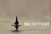 Đây là con quay đặc biệt lấy ý tưởng từ Inception, xoay liên tục trong vòng 27 giờ không dừng