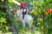 """Spider-Man cùng """"boss mèo"""" yêu thương nhau phiêu lưu khắp thế gian"""