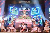 Bất ngờ hành động đội trưởng tuyển Việt Nam tại đại tiệc offline sinh nhật 1 tuổi FIFA Online 4