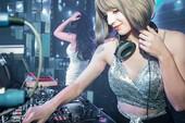 DJ Ukraine làm náo loạn Hà Nội vì xinh như thiên thần, khiến búp bê cũng phải ghen tị