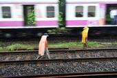 3 thanh niên Ấn Độ bị tàu hỏa cán chỉ vì mải mê...
