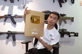 LMHT: Cùng Hot streamer Quang Cuốn đập hộp nút vàng Youtube phiên bản mới