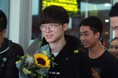 LMHT: SKT đã đến sân bay Nội Bài, Faker bẽn lẽn trước sự cuồng nhiệt của fan hâm mộ Việt