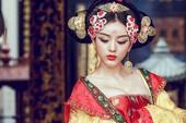 """Tân Thiên Hạ: Một khi các chị em đã """"thích"""" thì trở thành Võ Tắc Thiên chỉ là chuyện nhỏ, nam nhân cũng phải """"quỳ rạp"""" dưới chân"""