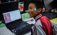 Pha outplay thầy cô của nam game thủ cấp 2: Giả vờ làm thầy hiệu phó, ra lệnh cho giáo viên giải tán các lớp học online