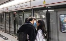 Bloomberg: Vì một thế giới không Covid-19, hãy ngừng…hôn nhau!
