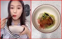 TikToker Trung Quốc bị chỉ trích thậm tệ khi hướng dẫn... ăn ống hút nhặt từ thùng rác