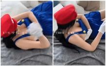 Chỉ khoác mỗi tạp dề rồi cosplay Mario, nữ YouTuber xinh đẹp bất ngờ gặp