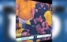 Vô tình lọt ống kính máy quay khi đi xem bóng đá, nam thanh niên