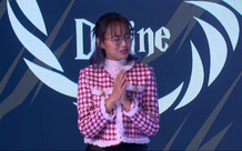 """Minh Nghi thét ngay trên livestream và thốt lên hai từ """"điên khùng"""" khi nhìn thứ xảy ra trên màn hình Tốc Chiến"""