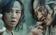 Sợ hãi trước 4 cảnh ăn động vật sống thật 100% ở phim Hàn: Nhai rắn nguyên con chưa bằng ăn cả tô giun đất