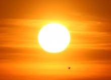 Câu hỏi 99% mọi người không biết đáp án: Mặt trời có màu gì?