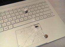 Thanh niên may mắn sống sót nhờ laptop Microsoft Surface Book có khả năng… chống đạn