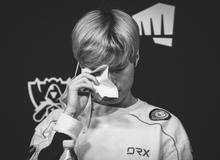 Nghẹn lòng trước khoảnh khắc Deft bật khóc sau trận thua DAMWON: 'Thực lòng xin lỗi các đồng đội của tôi'
