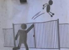 Trường tiểu học ra lệnh cấm khi thấy phụ huynh ném con qua cổng cao 1,8m vì lỡ đưa đi học muộn