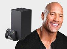 Microsoft cùng The Rock đi phát miễn phí Xbox Series X