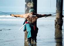 """One Piece: Zoro khoe cơ bắp cuồn cuộn bên bờ biển, không thấy thì thôi xem xong đúng là """"chỉ biết ước"""""""
